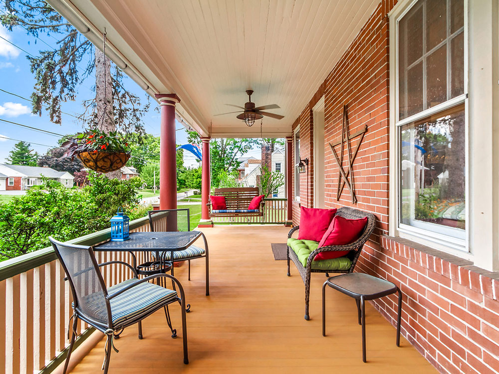 Exterior Porch, Australian Walkabout Inn Bed and Breakfast