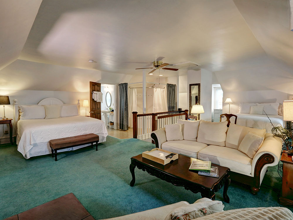 Suite One Upstairs, Olde Square Inn