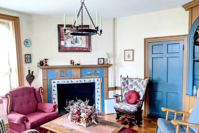 The Library, Country Hearth Bed and Breakfast